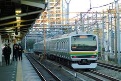 湘南新宿ラインの電車=2008年、東京都新宿区