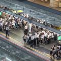 日本人の生産性の低さ 過剰なおもてなしと遅すぎるIT投資が原因か