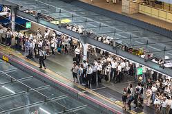 【中原圭介】日本人の生産性が低いのは、「日本人そのもの」が原因だった…! 過剰なおもてなしと遅すぎるIT投資