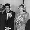 1987年に行われた2人の結婚披露宴(時事通信フォト)