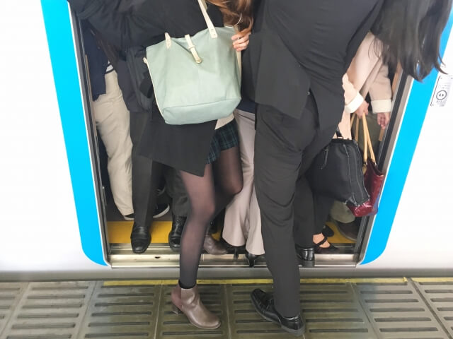 「通勤がラクな西日本に移住したい」″東京暮らしの辛さ″に意見相次ぐ 「通勤ラクじゃないよ」「東京はぶつかっても謝らない」