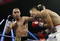 ボクシング、IBF世界スーパーライト級挑戦者決定戦でTKO負けを喫し、試合後に脳手術を受けたマクシム・ダダシェフ(左、2018年10月20日撮影、資料写真)。(c)Steve Marcus / GETTY IMAGES NORTH AMERICA / AFP