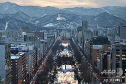2020年東京五輪のマラソンと競歩の発着点に決まった札幌の大通公園(2015年2月5日撮影、資料写真)。(c)KAZUHIRO NOGI / AFP