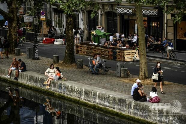 仏パリ、屋外でのマスク着用義務化 コロナ感染者増加で