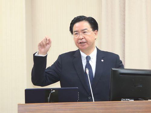 釣魚台で漁船と海保船接触  呉外相「日本に関心表明」/台湾