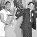 視聴率一ケタに苦しむ『いだてん』の主役は中村勘九郎(左)から阿部サダヲ(右)にバトンタッチ