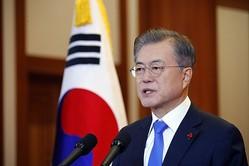 制裁の目的は、元徴用工問題を放置し続ける韓国・文在寅政権を動かすこと(EPA=時事)