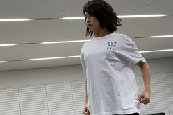 田中萌アナ、欅坂46の超難曲『不協和音』を本気で踊る!「2キロ痩せました」