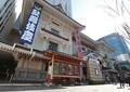 歌舞伎座には多くの観客が訪れる(時事通信フォト)
