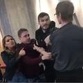 早朝のマクドナルドで客と従業員がバトル(画像は『Metro 2017年12月7日付「McDonald's worker filmed headbutting customer in row over chicken nuggets」(Picture: SWNS)』のスクリーンショット)