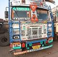 インドでも走っている「デコトラ」 ドライバーにとって家も同然
