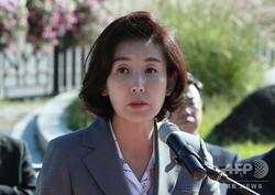 韓国・ソウルの大統領府前で演説する野党・自由韓国党の羅卿ウォン(ナ・ギョンウォン)院内代表(2019年9月18日撮影)。(c)YONHAP / AFP