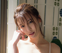 『週刊プレイボーイ』のグラビアに初登場した奈月セナ!