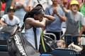 全豪オープンテニス、女子シングルス4回戦。試合に敗れコートを後にするコリ・ガウフ(2020年1月26日撮影)。(c)John DONEGAN / AFP