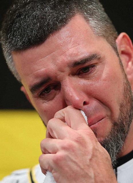 [画像] 阪神 メッセンジャー 涙1分の感謝 引退正式表明「体が悲鳴を上げ限界」