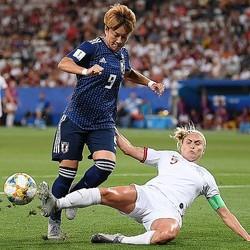 ゴールに迫る菅澤だが、得点には至らず。(C) Getty Images