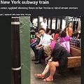 駅ホームで女性の行為に唖然(画像は『The Sun 2018年6月15日付「CLOSE SHAVE Woman filmed shaving her legs on a packed New York subway train」』のスクリーンショット)