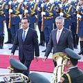 21日、独国際放送ドイチェ・ヴェレ(中国語電子版)は、中国をこのほど訪問したシンガポールのリー・シェンロン首相について「なぜ突然訪中したのか。中国メディアは『外交政策を米国ではなく中国重視にへ方向転換した』と分析している」と伝えた。