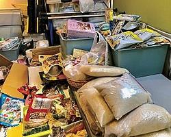 石塚氏が理事を務めるNPOでは、日々の食事がままならない人に食糧を渡す支援も行う