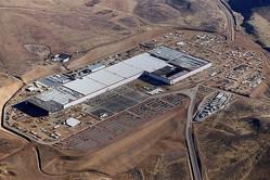 テスラと協業する電池工場「ギガファクトリー」(テスラ提供)
