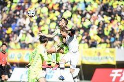 リーグ開幕前に千葉と柏が対戦。柏が2-0で勝利した。写真:徳原隆元