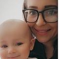 3人目の育児で初めての出来事にパニックに陥った母親(画像は『New York Post 2021年5月12日付「Red-faced mom opens up about embarrassing blunder after racing baby to ER」(Triangle News)』のスクリーンショット)