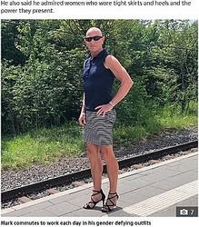 「ファンションに男性も女性もない」とドイツ在住の61歳男性(画像は『The Sun 2020年10月20日付「LIKE HOW IT HEELS Married dad-of-three wears skirts and heels to work 'because he can' and to 'prove clothes have no gender'」(Credit: Instagram/markbryan911)』のスクリーンショット)