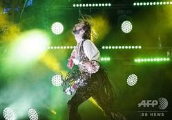 フィンランド・オウルで開催された「エアギター世界選手権」で優勝した米国人の「マーキス(侯爵)」ことロブ・メッセルさん(2019年8月23日撮影)。(c)Eeva Riihel/ Lehtikuva / AFP