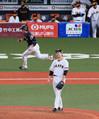 <巨・ソ>6回、栗原(左)に2点適時二塁打を打たれた菅野(撮影・尾崎 有希)