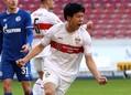 1部昇格後初となるゴールを決めた遠藤。1試合で2点を奪う活躍をみせた。(C)Getty Images