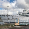 カリブ海の島国セントルシアの首都カストリーズの港で、隔離措置を受けるサイエントロジー教会のクルーズ船(2019年5月2日撮影)。(c)Kirk Elliott / AFP