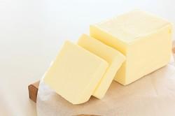 バターはパンやケーキ、お菓子作りに欠かせない材料