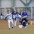 野球教室を行ったヤクルト・石川と小川=新潟・燕市