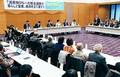 (写真)各界から活発な発言が行われた消費税5%減税各界懇談会=20日、国会内