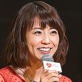 写真は、3年ぶりに司会を務めたフリーアナウンサーの小林麻耶