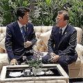 韓国側が無断でスマホで撮影したとされる((写真/South Korea Presidential Blue House/AP/AFLO)