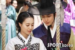 (写真提供=SPORTS KOREA)『王女の男』に出演したパク・シフ(右)とムン・チェウォン