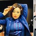 """最近のブルゾンちえみとかつての""""前髪ぱっつん""""姿(画像は『ブルゾンちえみ BURUZON CHIEMI 3583 2019年5月3日付Instagram「このポーズ 3枚たまった」』のスクリーンショット)"""