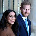 英王室を離脱したヘンリー王子(右)とメーガン妃。ロンドンで(2020年1月7日撮影)。(c)DANIEL LEAL-OLIVAS / POOL / AFP