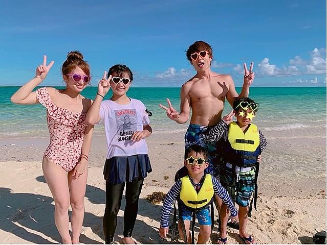 辻希美が家族5人で撮影した水着姿を公開「この幻の島は絶対映える ...