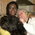 ロザリンダさん(右)と今も一緒に暮らす養子のローラさん(画像は『Mirror 2021年5月13日付「Kind-hearted woman raised neighbour's son after mum failed to return from shopping trip」(Image: @MAMAROSALINDA/TIKTOK)』のスクリーンショット)