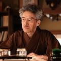 小説家辞めちゃうの…?70代の伊佐坂先生  - (C)フジテレビ