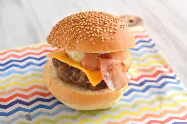 自宅であの味を再現! 絶品簡単「月見バーガー」レシピ