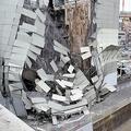横浜駅付近で解体中のビル崩壊