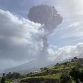 カリブ海の島国セントビンセント・グレナディーンのセントビンセント島で噴火したスフリエール火山。ジャマイカ・西インド諸島大学地震研究センター提供(2021年4月9日撮影)。(c)AFP PHOTO / Courtesy of The UWI Seismic Research Centre