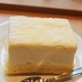 京都とろけるチーズケーキ 1本1350円( ※写真はカットしたもの)