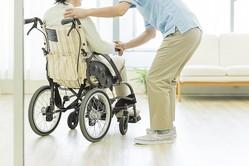 男性の介護離職が増加傾向。約1割の企業で介護離職者が発生