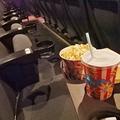 日本人は映画館マナーに厳しすぎる?