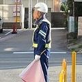 日本で警備業に就く人の約半数が60歳以上(イメージ)