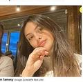 ファイナンシャルアドバイザーの母親(左)より稼ぐ17歳の高校生(画像は『Mirror 2021年5月15日付「Meet Brit teen making £10k a day on TikTok as mimes turn her into global star」(Image: Collect/PA Real Life)』のスクリーンショット)
